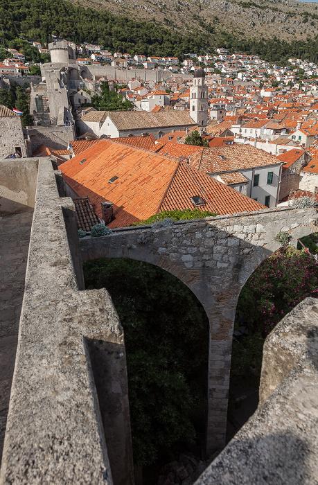 Dubrovnik Blick von der Stadtmauer: Altstadt (Grad) Brdo Srđ Franziskanerkloster Kloster der Heiligen Klara