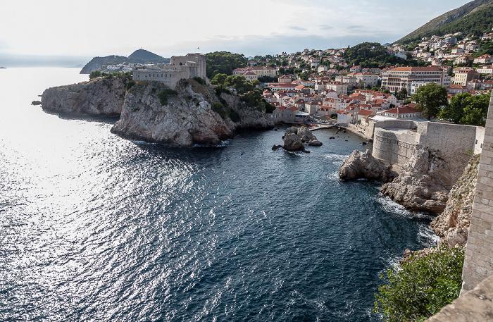 Dubrovnik Blick von der Stadtmauer: Adriatisches Meer (Mittelmeer) Festung Lovrijenac Westhafen