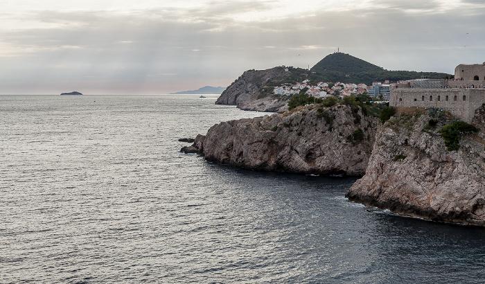 Dubrovnik Blick von der Stadtmauer: Adriatisches Meer (Mittelmeer) Festung Lovrijenac