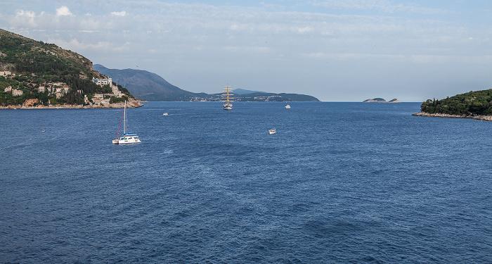 Dubrovnik Blick von der Stadtmauer: Adriatisches Meer (Mittelmeer)