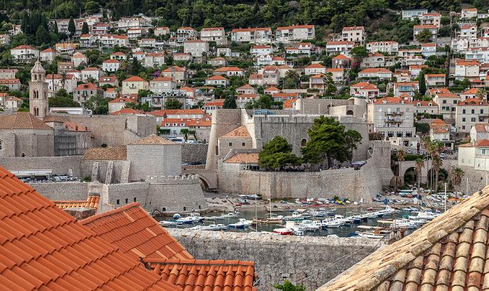 Dubrovnik Blick von der Stadtmauer: Altstadt (Grad) mit Stadthafen Brdo Srđ