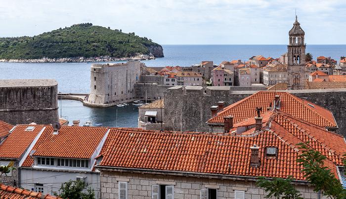 Altstadt (Grad) mit Stadthafen und Turm des Dominikanerklosters (Dominikanski samostan) Dubrovnik