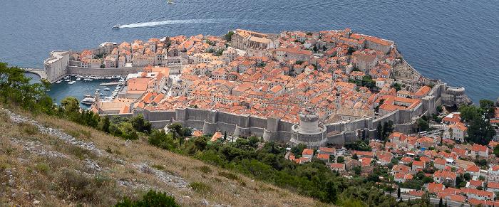 Blick vom Brdo Srđ: Altstadt (Grad) mit Stadthafen und Stadtmauer Dubrovnik