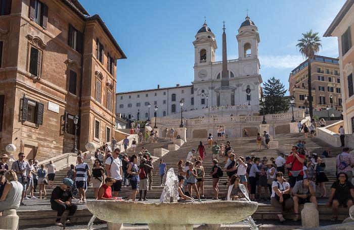 Piazza di Spagna: Fontana della Barcaccia, Spanische Treppe, Chiesa della santissima Trinità dei Monti Rom