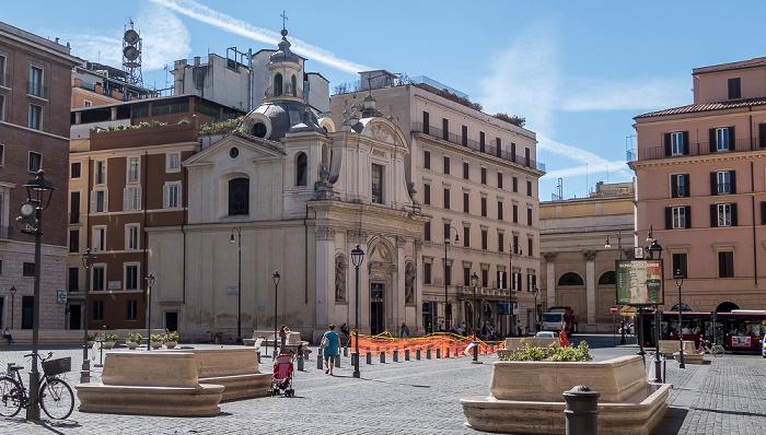 Piazza di San Silvestro: Chiesa dei Santi Claudio e Andrea dei Borgognoni Rom