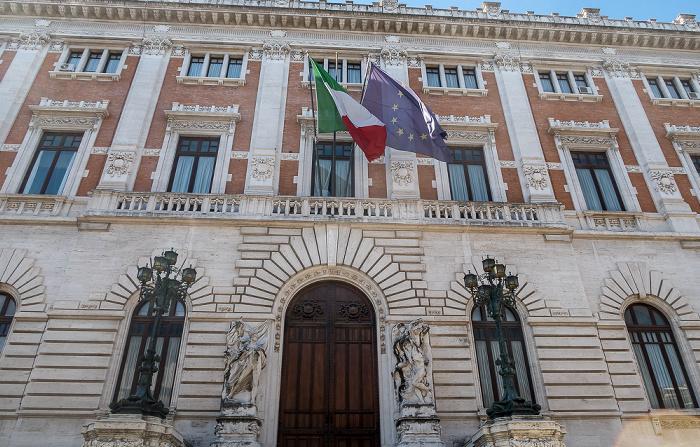 Piazza del Parlamento: Palazzo Montecitorio Rom