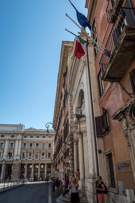 Piazza Colonna: Chiesa dei Santi Bartolomeo e Alessandro dei Bergamaschi (Santa Maria della Pietà), Palazzo Ferrajoli (Palazzo Del Bufalo Niccolini) Rom