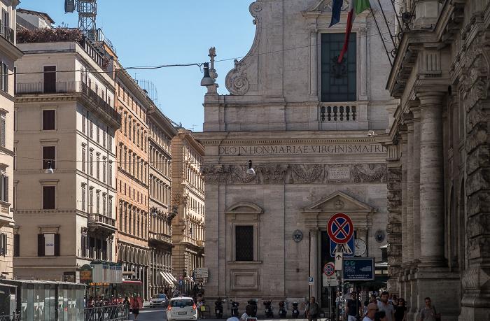 Largo Chigi: Chiesa di Santa Maria in Via Rom