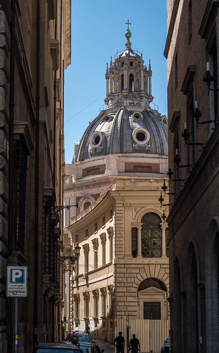 Via dei Fornari: Chiesa di Santa Maria di Loreto Rom