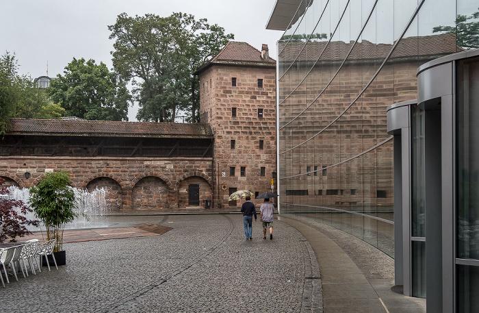 Nürnberg Klarissenplatz: Neues Museum Frauentormauer