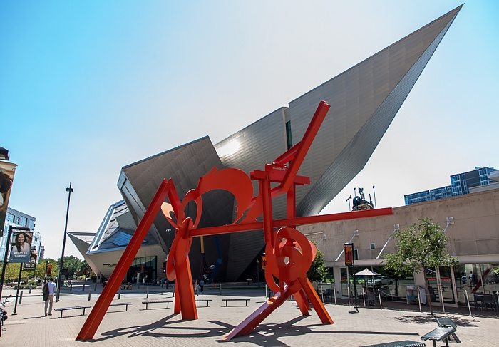 Denver Golden Triangle: Acoma Plaza - Lao-Tzu (von Mark di Suvero) Denver Art Museum