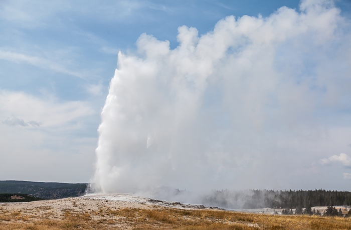 Yellowstone National Park Upper Geyser Basin: Old Faithful