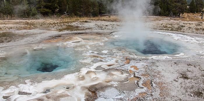 Yellowstone National Park Upper Geyser Basin: Sawmill Group - Spasmodic Geyser