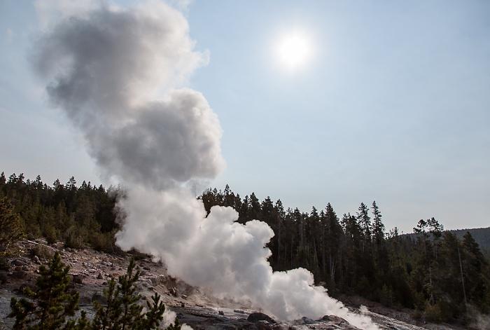 Norris Geyser Basin: Back Basin - Steamboat Geyser Yellowstone National Park