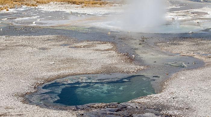 Norris Geyser Basin: Back Basin - Branch Spring und Minute Geyser (oben) Yellowstone National Park