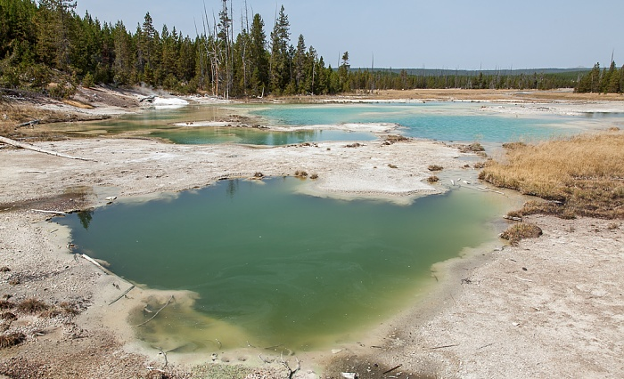 Yellowstone National Park Norris Geyser Basin: Porcelain Basin - Crackling Lake