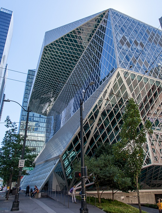 Downtown Seattle: 5th Avenue - Seattle Central Library