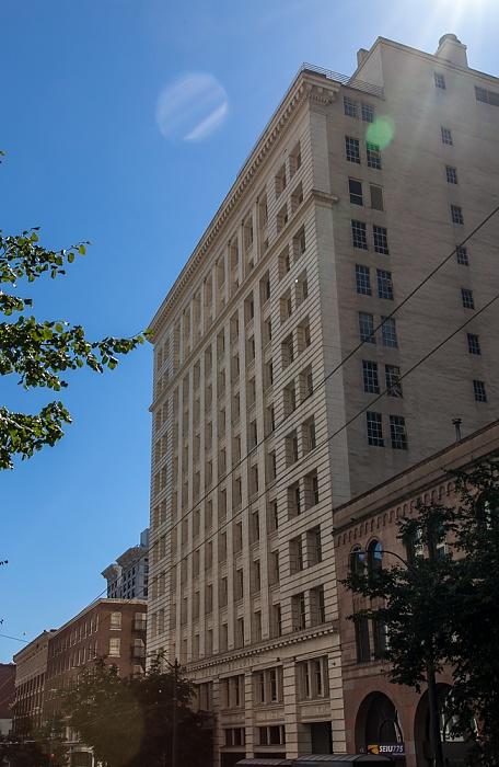 Downtown Seattle: 3rd Avenue - Dexter Horton Building