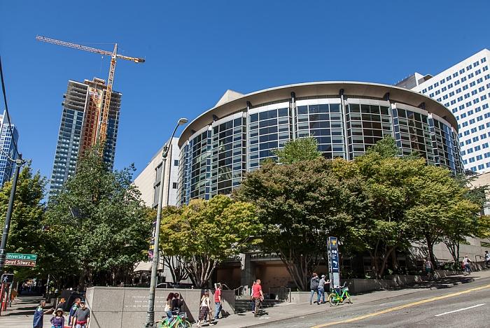 Downtown Seattle: University Street / 2nd Avenue - Benaroya Hall