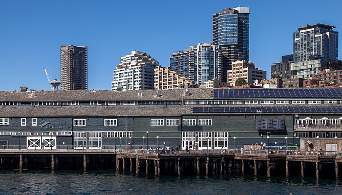 Central Waterfront: Pier 59 mit dem Seattle Aquarium Belltown Elliott Bay Puget Sound