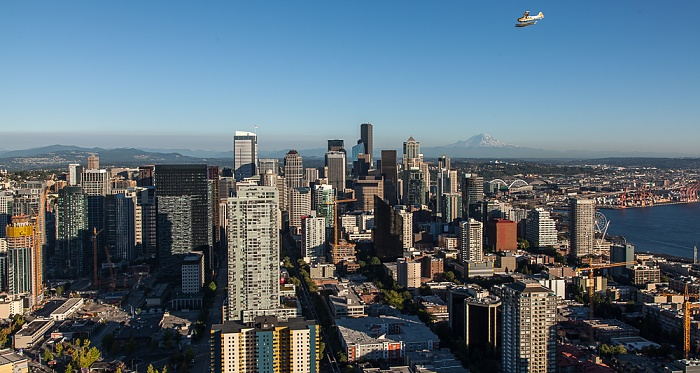 Blick von der Space Needle: Downtown Seattle Belltown Elliott Bay Puget Sound