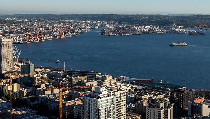 Blick von der Space Needle: Central Waterfront und Elliott Bay (Puget Sound) Seattle