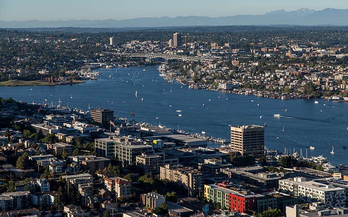 Seattle Blick von der Space Needle: Queen Anne Hill, Lake Union, Eastlake Ship Canal Bridge