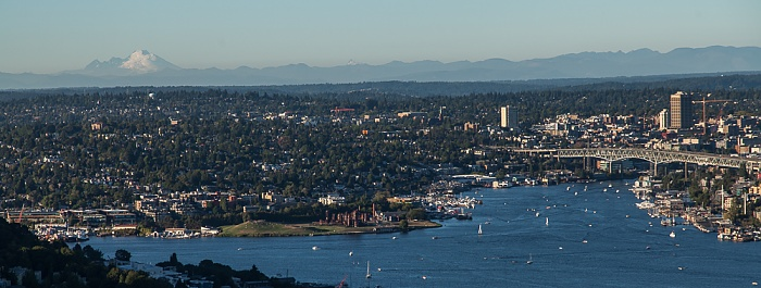 Seattle Blick von der Space Needle: Lake Union mit der Ship Canal Bridge