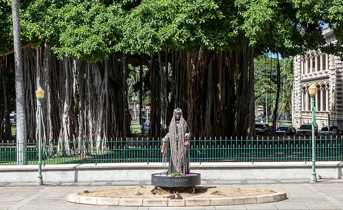 Downtown Honolulu: Hawaii Capital Historic District - Queen Liliuokalani Statue