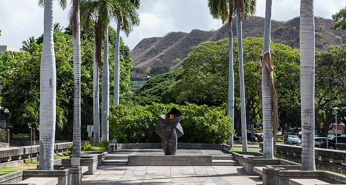 Downtown Honolulu: Hawaii Capital Historic District - Eternal Flame