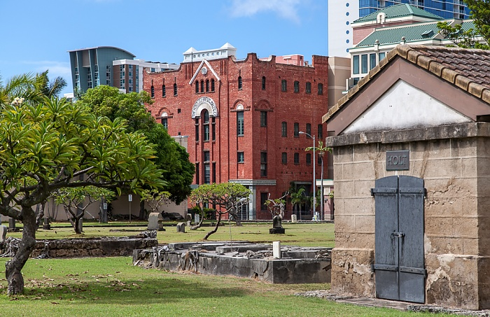 Downtown Honolulu: Hawaii Capital Historic District - Kawaiaha'o Church Cemetery, The Royal Brewery
