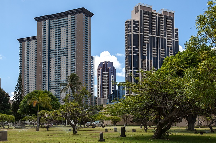Downtown Honolulu: Hawaii Capital Historic District - Kawaiaha'o Church Cemetery