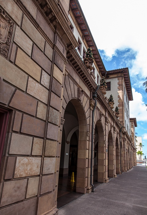 Downtown Honolulu: Bishop Street - Dillingham Transportation Building