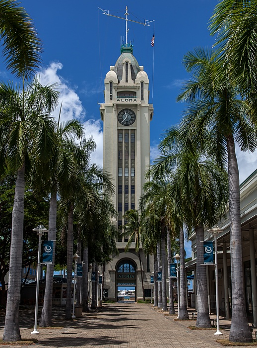Downtown Honolulu: Aloha Tower