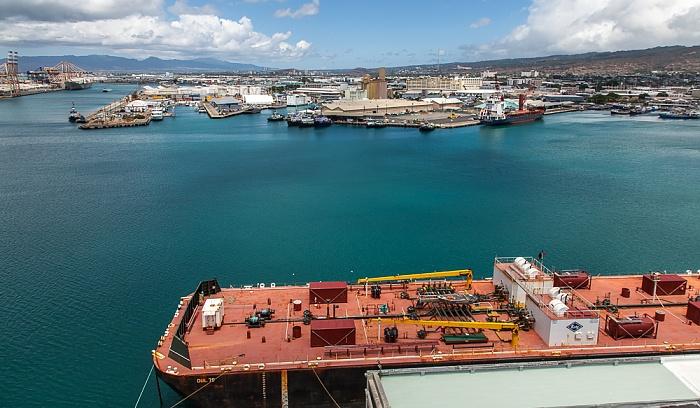 Blick vom Aloha Tower: Honolulu Harbor Kapalama Basin
