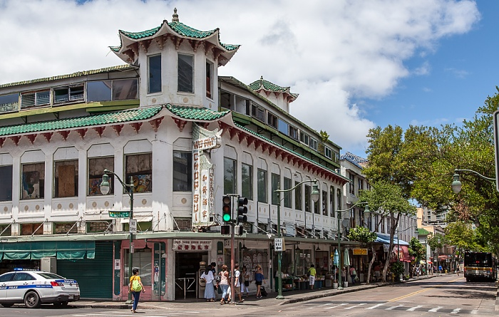 Downtown Honolulu: Chinatown Historic District - Maunakea Street / North Hotel Street - Wo Fat Building