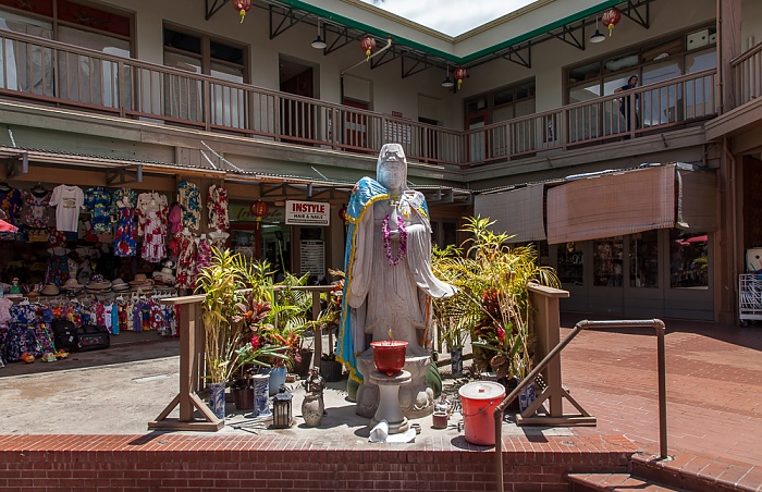 Downtown Honolulu: Chinatown Historic District - Maunakea Marketplace