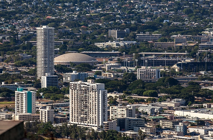 Honolulu Blick vom Diamond Head: University of Hawaii at Manoa Les Murakami Stadium Stan Sheriff Center