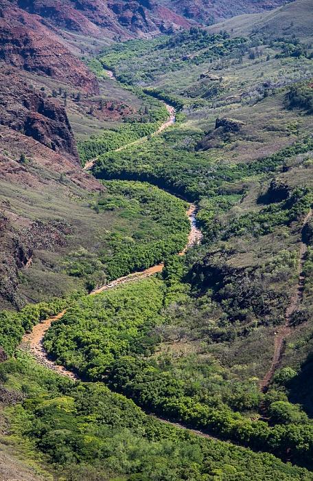 Blick vom Waimea Canyon Drive: Waimea Canyon mit dem Waimea River Waimea Canyon State Park