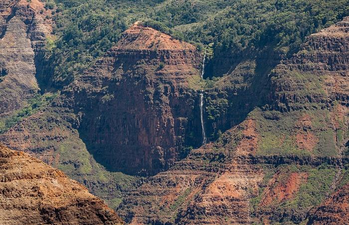 Blick vom Waimea Canyon Lookout: Waimea Canyon - Waipo'o Falls Waimea Canyon State Park