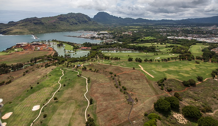 Blick aus dem Hubschrauber: Kauai Lagoons Golf Resort Kauai