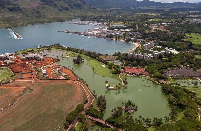Blick aus dem Hubschrauber: Kauai Lagoons Golf Resort, Nawiliwili Bay mit Nawiliwili Harbor, Lihue Kauai