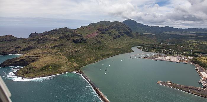 Kauai Blick aus dem Hubschrauber: Nawiliwili Bay mit Nawiliwili Harbor, Hoary Head Ridge Luftbild aerial photo