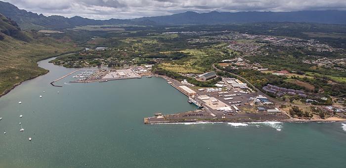 Blick aus dem Hubschrauber: Nawiliwili Bay mit Nawiliwili Harbor, Lihue Kauai