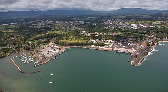 Kauai Blick aus dem Hubschrauber: Nawiliwili Bay mit Nawiliwili Harbor, Lihue Luftbild aerial photo