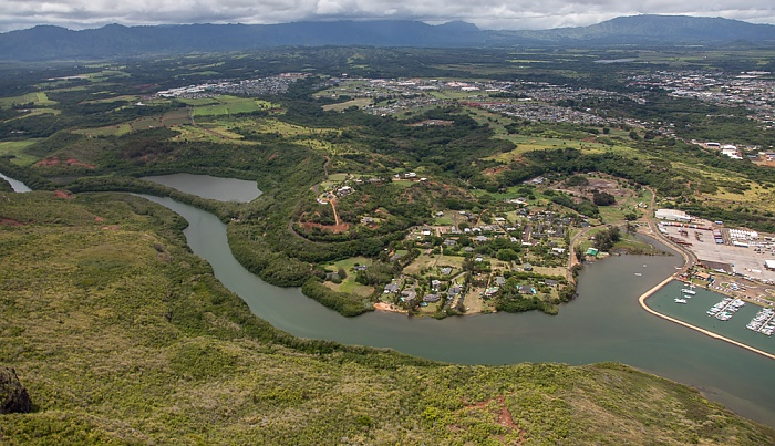 Blick aus dem Hubschrauber: Huleia Stream und Nawiliwili Bay mit Nawiliwili Harbor Kauai