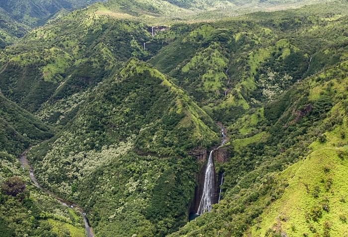 Blick aus dem Hubschrauber: Koula River und Manawaiopuna Falls (Jurassic Park Falls) Kauai