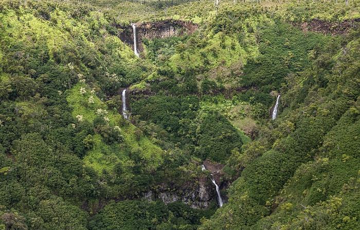 Kauai Blick aus dem Hubschrauber: Wasserfälle Luftbild aerial photo