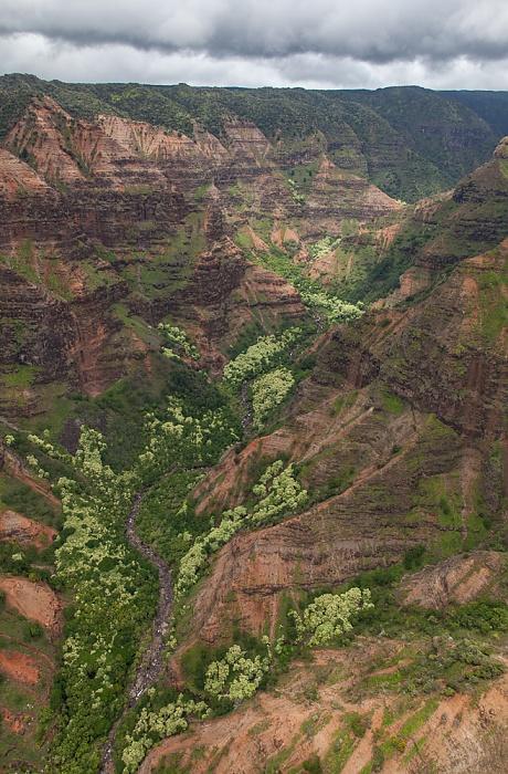 Blick aus dem Hubschrauber: Waimea Canyon - Kawai Iki Valley Kauai