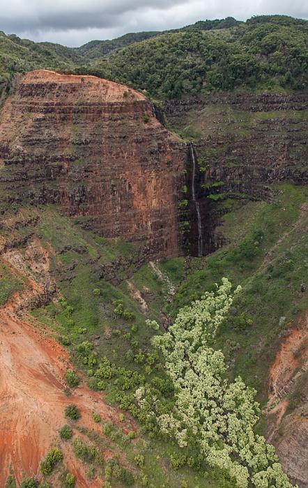 Blick aus dem Hubschrauber: Waimea Canyon - Waipo'o Falls Kauai
